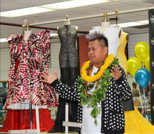 Kini Zamora meets with students from the HonCC fashion program earlier this month.